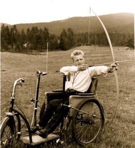 Bueskyting var bare en hobby-greie, forteller Eskild. Bildet ble tatt av «Nå» da billedbladet kom til Trysil for å lage reportasje på den talentfulle idrettsungdommen. - Jeg var vel 15-16 år den gangen, mener Eskild å huske.